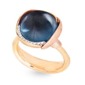 Mestergull Ring Lotus str. 3 i 18 K Gult gull med to blad i rosé gull -13 diamanter totalt 0,05 ct. TwVs - London blå topas LYNGGAARD Lotus Ring