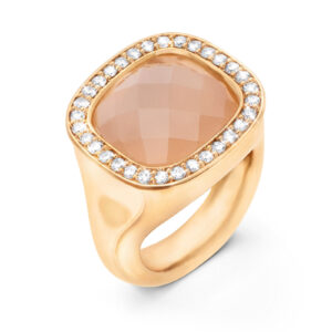 Mestergull Cushion ring i 18 K Gult gull med blush månesten 12x13mm og 30 diamanter totalt 0,30 ct. TwVs LYNGGAARD Cushion Ring