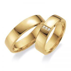 Mestergull Profil 3 brukes både til glatte ringer og til allianseringer. Denne kraftige modellen har mange muligheter og viser her et elegant diamantparti i dameringen. Prisen nedenfor er pr. ring uten diamant da disse kan velges i mange størrelser. LYKKERINGENE Eksempel Ring