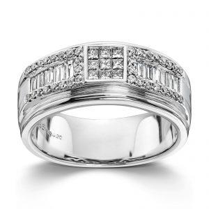 Mestergull Kraftfull og flott ring i hvitt gull med diamanter i kombinasjoner av slipene prinsesse, baguette og brilliant 55 diamanter totalt 0,63 ct. HSi MG DIAMONDS Ring