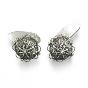Mestergull Mansjettknapper i oksidert sølv med flott filigrandekor. NORSK BUNADSØLV Mansjettknapp