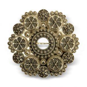 Mestergull Bolesølje gammelforgylt sølv til Aust-Agder og Vest-Agder, solid støypt med 6 boler. På baksiden er det laget en ekstra sikkerhetslås. NORSK BUNADSØLV Sølje