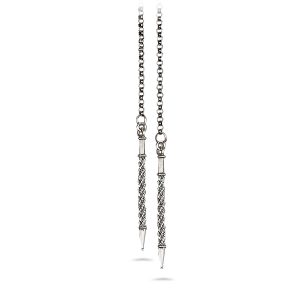 Mestergull Kjede i hvitt oksidert med dekorative spyd i endene. Lengden er 100 cm. NORSK BUNADSØLV Kjede
