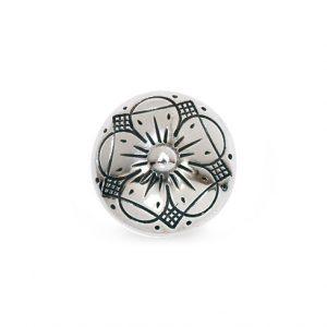 Mestergull Bunadsknapp i oksidert sølv med bunn Den tradisjonelle 5-bladers rosen pryder knappen og blir brukt i Vestfold og Hallingdal. NORSK BUNADSØLV Knapp