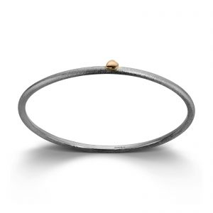 Mestergull Armring i sølv med gult gull hjerte. 3 mm VAN BERGEN Silver Heart Armring