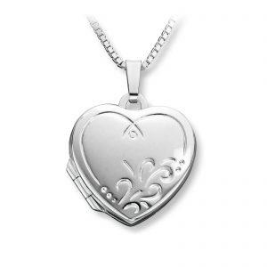 Mestergull Flott hjertemedaljong i sølv med floralt mønster MESTERGULL Anheng