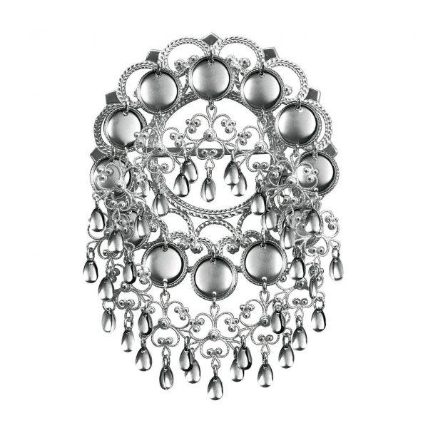 Mestergull Sølje i oksidert sølv med støpt bunn. Nydelige, raslende heng og blanke trådkantløv pryder denne søljen. Finnes også i hvitt og forgylt sølv NORSK BUNADSØLV Sølje