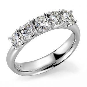 Mestergull Rekkering Mill i hvitt gull 585 med 5 diamanter à 0,25 ct. Totalt 1,25 ct. EVS DESIGN STUDIO Spesialdesign Ring