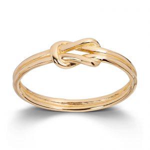 Mestergull Enkel og trendy ring i gult gull MESTERGULL Ring