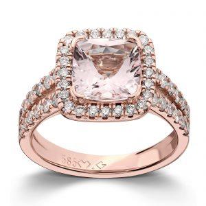 Mestergull Ring i rosè gull 585 utviklet etter kundens ønsker med morganitt og diamanter. Morganitten måler 8,0 x 8,0 mm og ringen er fattet med 48 diamanter med samlet vekt 0,48 ct. HSI DESIGN STUDIO Spesialdesign Ring