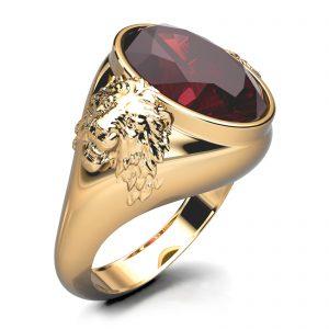 Mestergull Herrering utviklet for kunde som ønsker løvehoder og rød sten. Ringen er utført massiv i gult gull 585 og fattet med en rubelitt på 17,7 x 12,3 mm. Ringstørrelse 74 DESIGN STUDIO Spesialdesign Ring