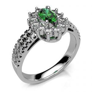 Mestergull Rosettring i hvitt gull 585 utviklet for gjenbruk av kundens smaragd og flere diamanter. Designet er tillagt 28 nye diamanter DESIGN STUDIO Spesialdesign Ring