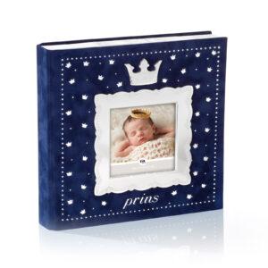 Mestergull Fotoalbum til prinsen i tinn og mørk blå velur med plastlommer til bilder inntil 10 x 15 cm. FOR PRINSER Ramme