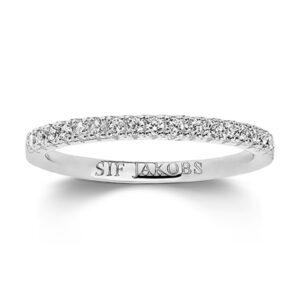 Mestergull Ring i sølv 925S rhodinert, med blankpolert overflate og fasettslepne klare Zirkonia. SIF JACOBS JEWELLERY Ellera Ring