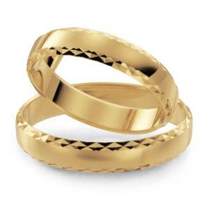 Mestergull 4,0 mm bredde i gult gull med profil 7 er her mønsterskåret med diamantverktøy. Kontrasten blir god og skarpheten optimal. Velg blant mange mønster eller skap deres eget. Prisen nedenfor er pr. ring. LYKKERINGENE Eksempel Ring