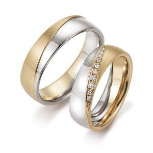 Mestergull Tofargede ringer i rosè og hvitt gull i diagonal form med diamanter i forløp. Prisen nedenfor er pr. ring uten diamanter da disse kan velges helt etter ønske og budsjett. LYKKERINGENE Eksempel Ring