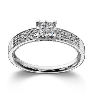 Mestergull Stram og elegant ring i hvitt gull med diamanter i prinsesseslip MG DIAMONDS Ring
