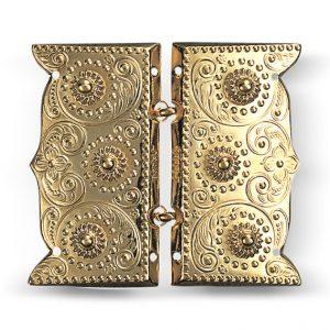 Mestergull Beltespenne i forgylt sølv for påsying med dekorative kruser og lekre detaljer. Leveres som par. NORSK BUNADSØLV Spenne
