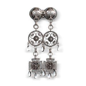 Mestergull Halssølje Märtha-knappen i oksidert sølv. NORSK BUNADSØLV Sølje