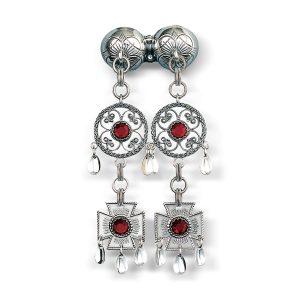 Mestergull Halssølje Märtha-knappen i oksidert og hvitt sølv sølv me røde stener. NORSK BUNADSØLV Sølje