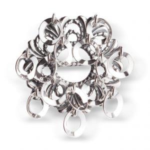 Mestergull Liten ringsølje i oksidert sølv, støpt utførelse med blanke ringer. NORSK BUNADSØLV Sølje