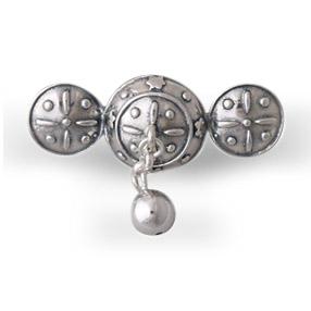 Mestergull Halsknapp i oksidert sølv. Mye brukt i Tromsbunaden NORSK BUNADSØLV Halsknapp