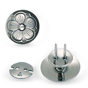 Mestergull Knivknapp med bunn med den tradisjonelle 5-blads rosen i oksidert sølv. NORSK BUNADSØLV Knapp