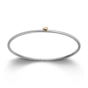 Mestergull Armring i sølv med gult gull hjerte. 2,5 mm VAN BERGEN Silver Heart Armring
