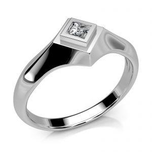 Mestergull Ring utviklet etter kundens skisse. Utført i hvitt gull 585 med en diamant Princess Cut. 0,11 ct. HSI DESIGN STUDIO Spesialdesign Ring