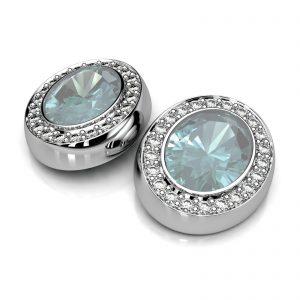 Mestergull Ørepynt i hvitt gull 585 designet for å matche kundens ring med lys blå topaz og diamanter. Ørepynten er fattet med 2 topazer og 44 diamanter. Totalt 0,44 ct. HSI DESIGN STUDIO Spesialdesign Ørepynt