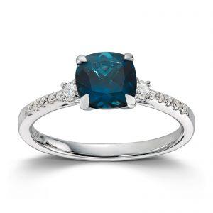Mestergull Delikat ring i hvitt gull med London blue topas og diamanter MG DIAMONDS Ring