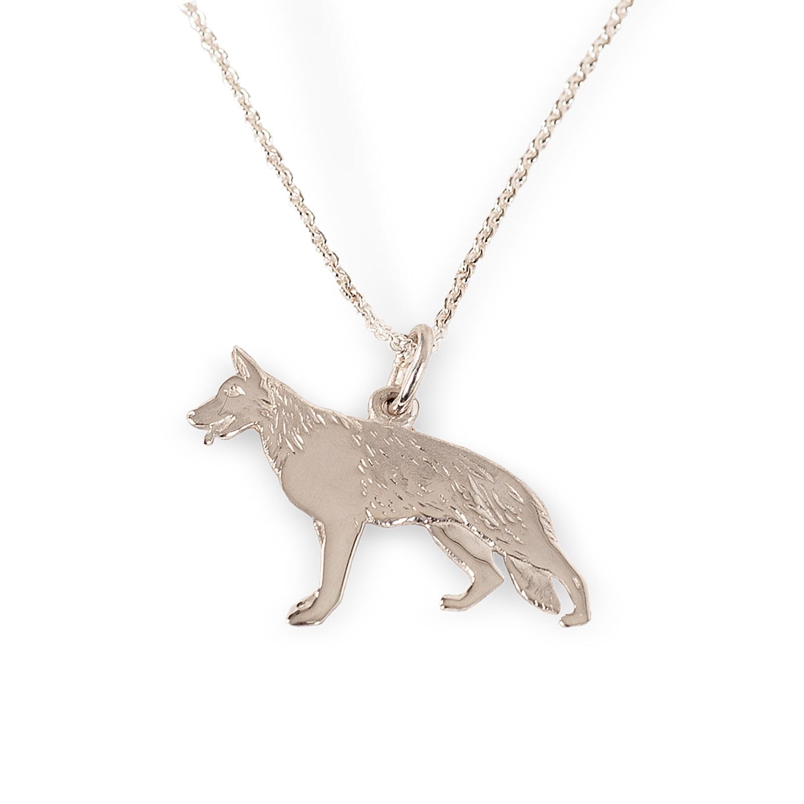 Mestergull Schäferhund anhneg i sølv - Disse Schäferfund smykkene er designet på eget verksted. De blir støpt for oss, og ferdigstilles på eget verksted. De kan kjøpes i vår butikk eller i vår nettbutikk. EGET MERKE Anheng