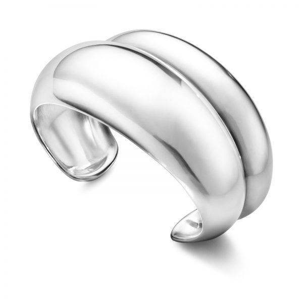 Mestergull Curve armring i sølv medium - to perfekte proporsjonerte kurver møtes i en definert linje GEORG JENSEN Curve Armring