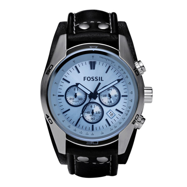 Mestergull Gå casual med dette rustfrie stål uret. Sølvskiven har en blå krystall- og kronografbevegelsen gir ekstra funksjonalitet. Den svarte ekte lærremmen har sølvtone-studdetaljer og gir dette et sporty utseende du vil elske. FOSSIL Ur