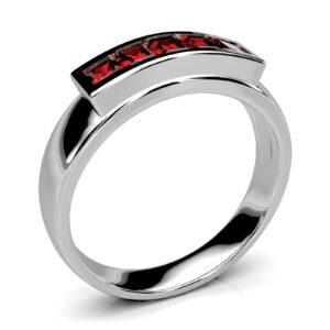Mestergull Ring i hvitt gull laget som rekonstruksjon av gammel ring med stor affeksjonsveri. Orginalen hadde 8 røde stener, 5 av disse er brukt vidre i den nye ringen. DESIGN STUDIO Spesialdesign Ring