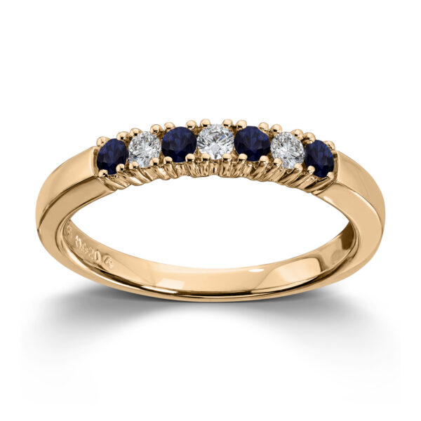 Mestergull Vår Allianse ring har siden 1992 vært en av de mest klassiske diamantringene i landet. Allianse lar deg bygge på med nye stener for hver ny anledning. ALLIANSE Saf./Dia. 0,04 ct. Ring