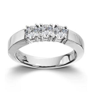 Mestergull Vår Allianse ring har siden 1992 vært en av de mest klassiske diamantringene i landet. Allianse lar deg bygge på med nye stener for hver ny anledning. ALLIANSE Dia. 0,20 ct. Ring