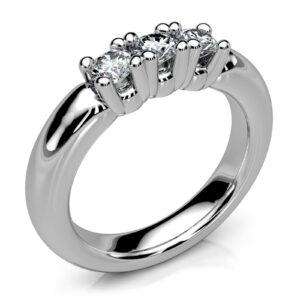 Mestergull Massiv ring i hvitt gull 585 med 3 diamanter utviklet for kunde. Diamantene er gjenbruk fra annet smykke. Ringens form er organisk avrundet og veldig behagelig på fingeren DESIGN STUDIO Spesialdesign Ring