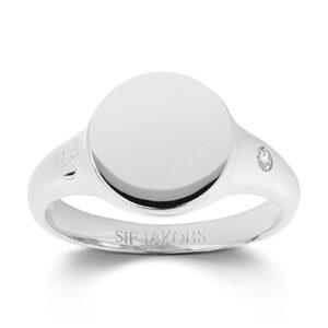 Mestergull Ring i sølv 925S rhodinert, med blankpolert overflate og fasettslepne klare Zirkonia. SIF JACOBS JEWELLERY Follina Ring