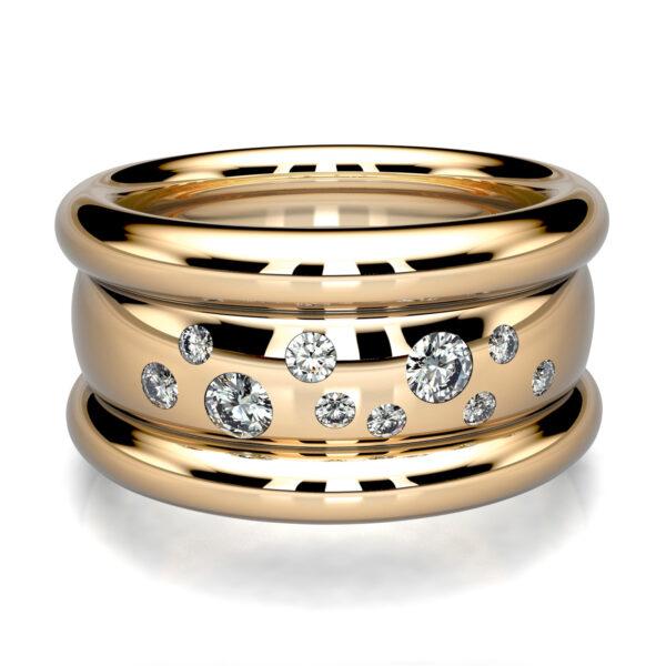 Mestergull Kraftig tønnering i gult gull laget for kunde. Ringen er fattet med 11 diamanter i stjernedryss. Totalt 0,24 ct. HSI DESIGN STUDIO Spesialdesign Ring