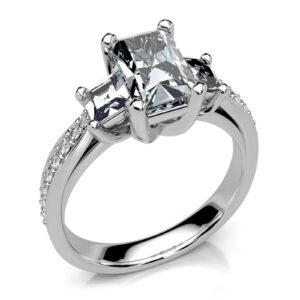 Mestergull Ring til kunde utført i hvitt gull 585 og fattet med 19 diamanter. Her er det brukt flere slipeformer for å skape et spennende uttrykk. Emerald Cut, Princess Cut og Brillianter i skjønn forening. DESIGN STUDIO Spesialdesign Ring