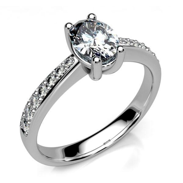 Mestergull Solitaire ring i hvitt gull med oval diamant utviklet for kunde. Hovedstenen er 0,83 ct. og 7 små brillianter er fattet i forløp på hver side av ringskinnen. DESIGN STUDIO Solitaire Ring