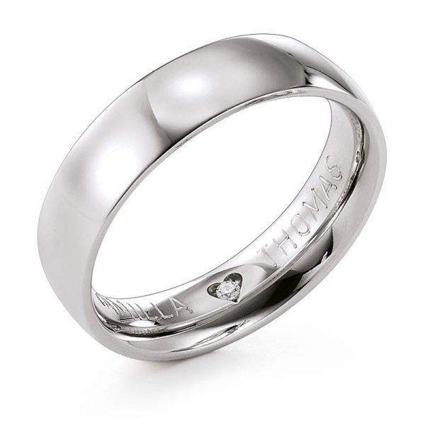 Mestergull Denne Lykkeringen er levert som herrering til forlovelse og dameringen var en klassisk diamantring. Innveldig er det kombinert en diamant i hjertefatning og tradisjonell gravering. LYKKERINGENE Eksempel Ring