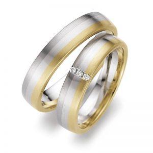 Mestergull Dette ringparet er sammensatt av tre edle metaller. Gult gull, hvitt gull og ytterst platina - det edleste av det edle. Dameringen er fattet med 3 diamanter. Prisen nedenfor er pr. ring uten diamanter da disse kan velges helt etter ønske og budsjett. LYKKERINGENE Eksempel Ring