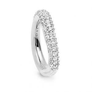 Mestergull Love Ring nr. 4 i 18 K Hvitt gull Pavé med 61 diamanter. Totalt 0,71 ct TwVs blank overflate LYNGGAARD Love Ring