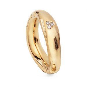 Mestergull Love Ring nr. 5 i 18 K Gult gull med 3 diamanter nedstukket i hjerte blank overflate LYNGGAARD Love Ring