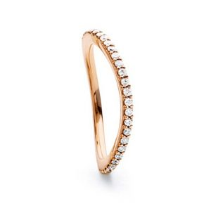Mestergull Love Band buet rekkering i 18 K Rosé gull med diamanter 0,40-0,47 ct. TwVs LYNGGAARD Love Ring