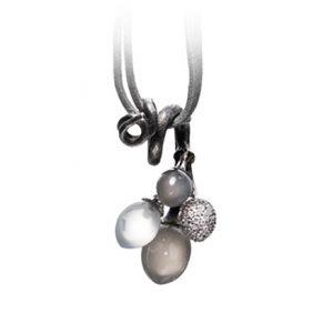 Mestergull Vedheng Midnight klase med 3 månestener og en pavéknopp med 67 diamanter totalt 0,38 ct. TwVs LYNGGAARD Midnight Anheng