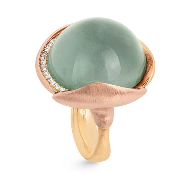 Mestergull Ring Lotus str. 4 i 18 K Gult gull med to blad i rosé gull -26 diamanter totalt 0,15 ct. TwVs - Akvamarin LYNGGAARD Lotus Ring
