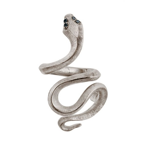 Mestergull Sweet Spot stor Snake i 18 K urhodinert Hvitt gull med 4 sorte diamanter totalt 0,04 ct. TwVs LYNGGAARD Sweet Spot Charm